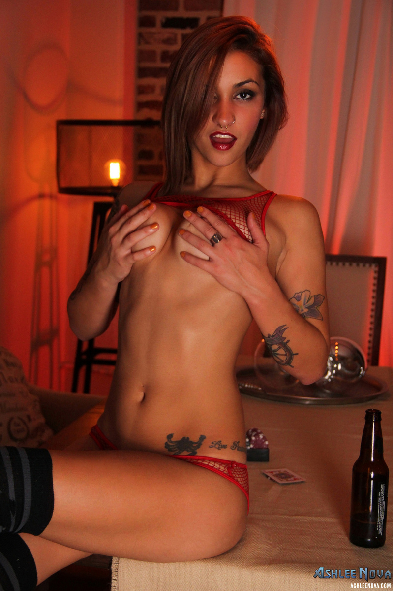 Big Titty Newcomer Ashley Adams Porn Pics